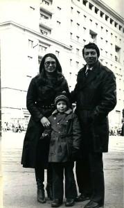 Vladimir Sukhanov avec sa femme Liudmila et son fils Daniel en 1981, juste derrière la place Rouge.